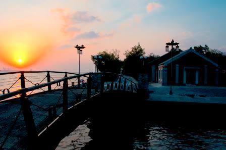 海關碼頭夕陽照