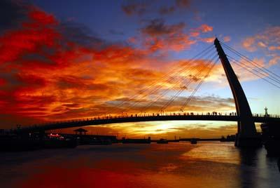 夕陽西下與情人橋