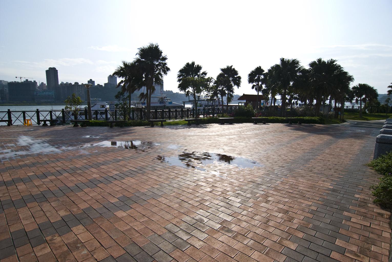 左岸公園紅磚廣場