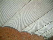 工字鐵樑與波浪鐵板拱照片