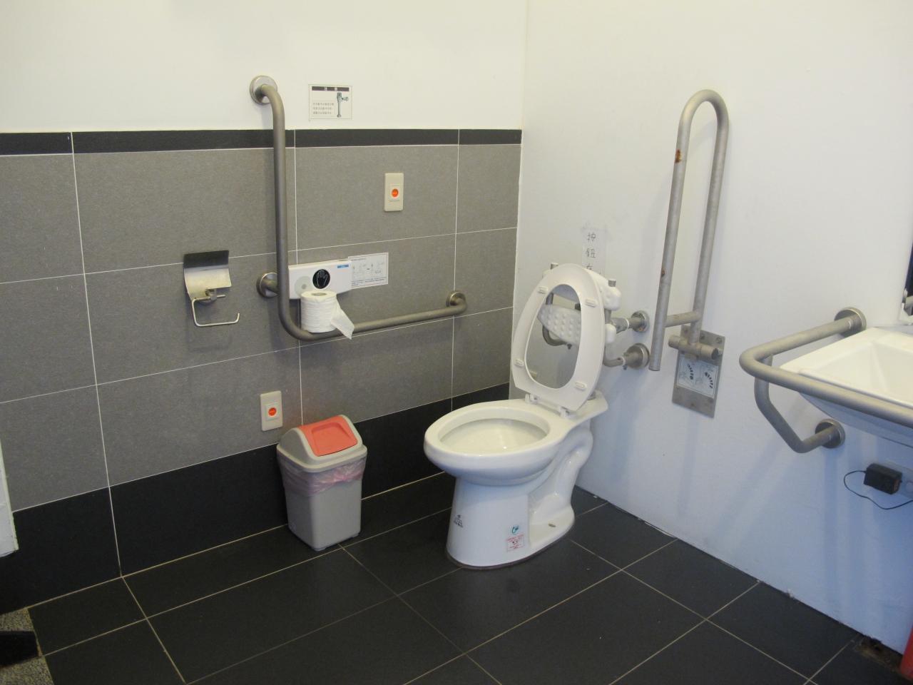 淡水海關碼頭無障礙廁所