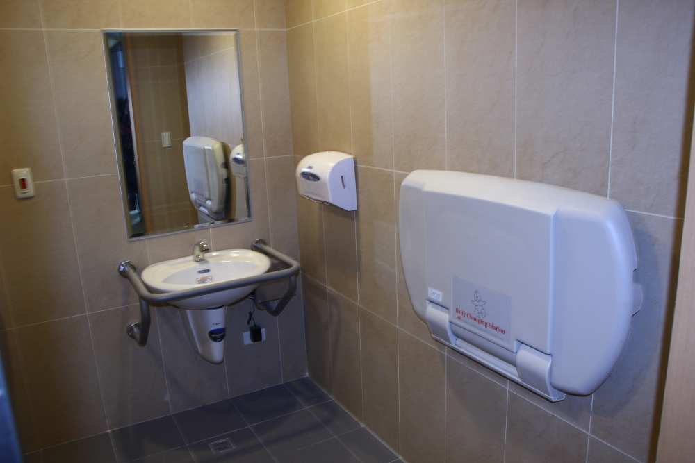 滬水一方無障礙廁所洗手台