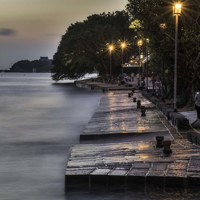 海關碼頭河岸邊照片