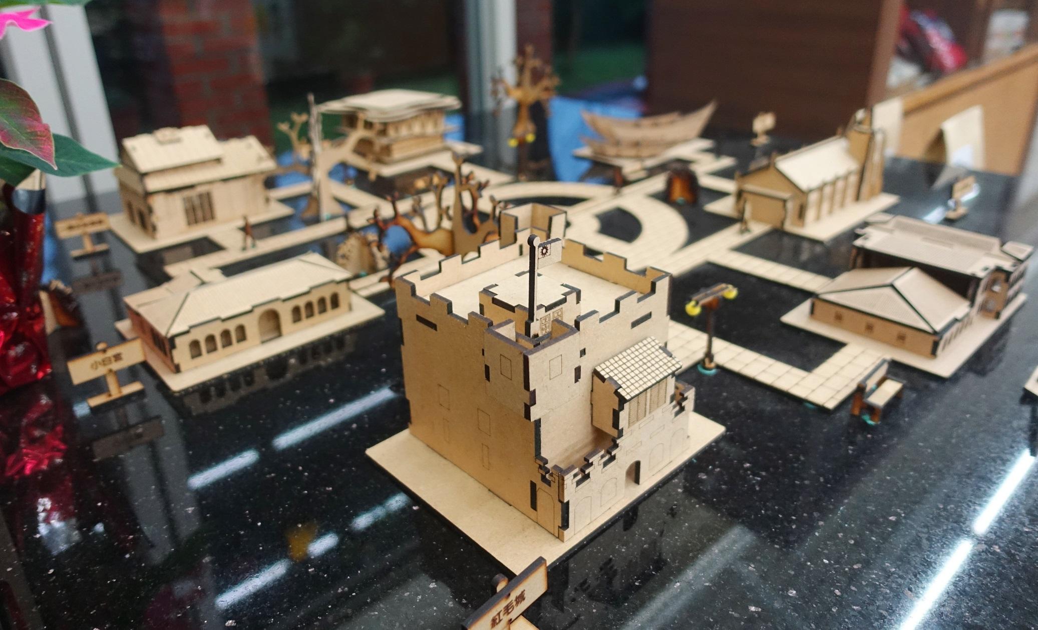由台北海大視傳系學生創作的「拼了!滬尾」3D立體拼圖,獲得2017德國紅點設計大獎,於新北市立淡水古蹟博物館紀念品商店獨家販售。