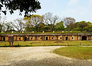 滬尾礮臺是清法戰爭中重要的守護門戶,現規劃為古戰場軍事遺址與文史展覽空間。