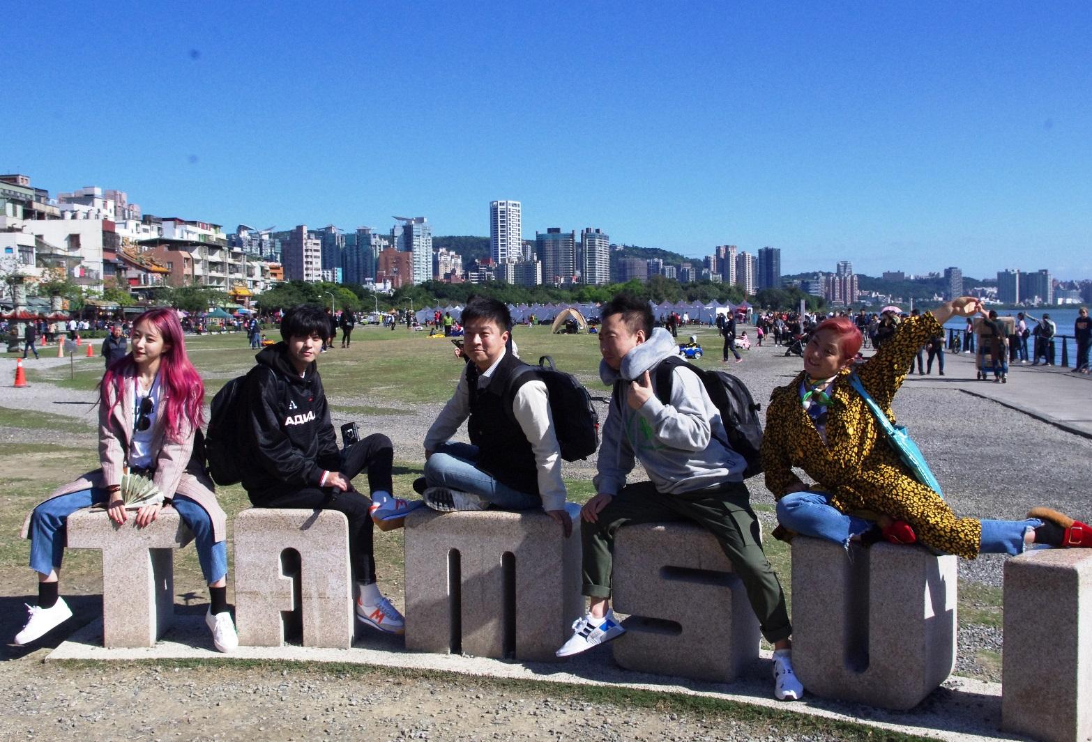 南韓節目《窮遊豪華團》造訪淡水。