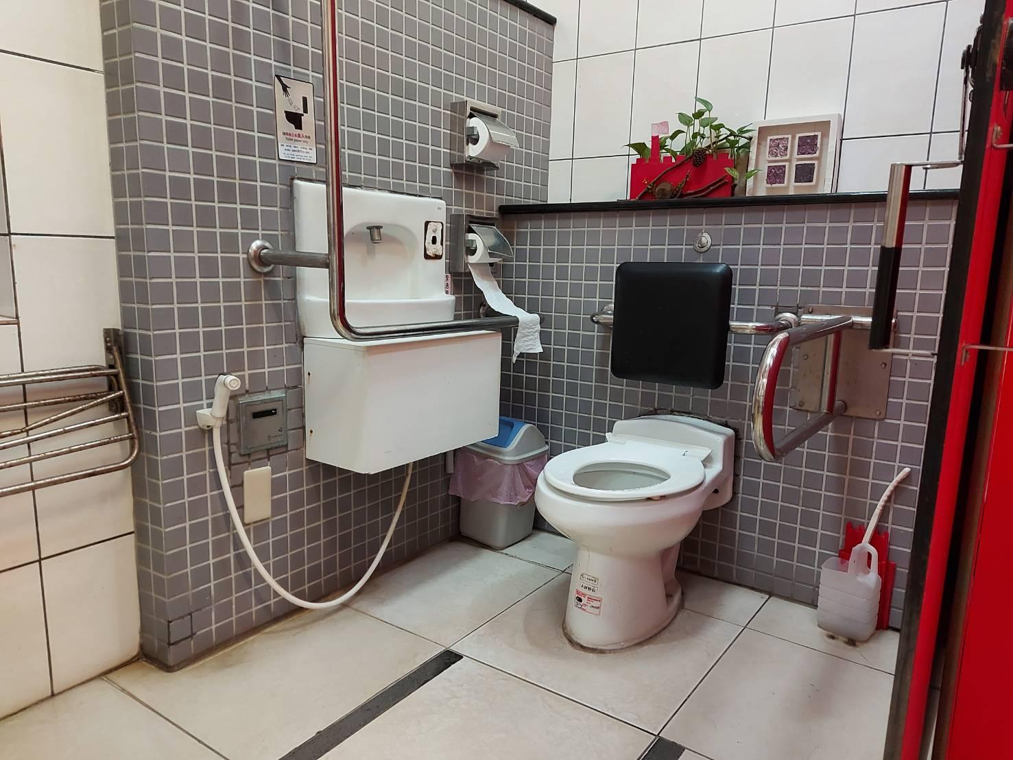 紅毛城園區領事官邸旁無障礙廁所