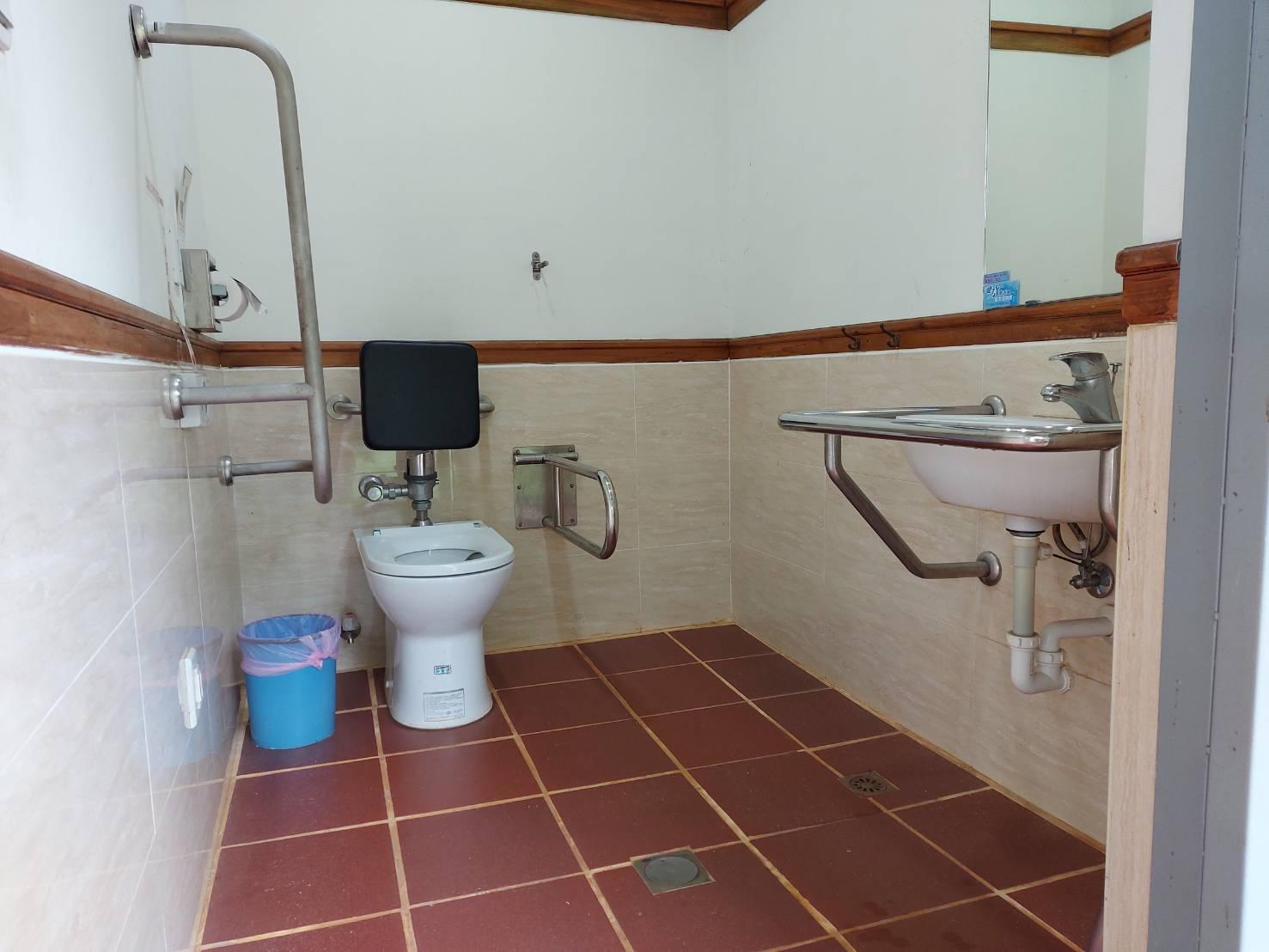 小白宮無障礙廁所