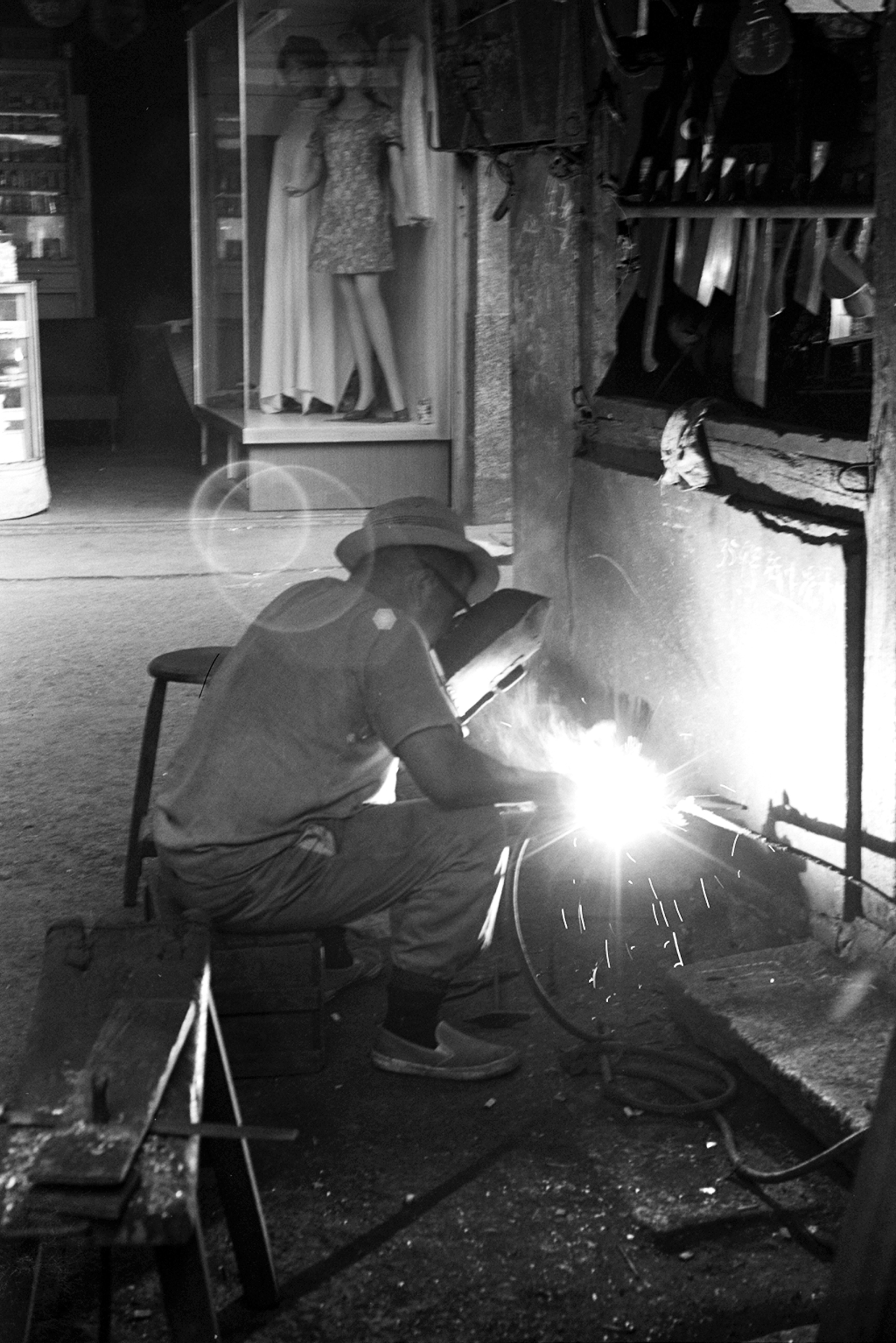 乙炔煉就屠龍刀,1972
