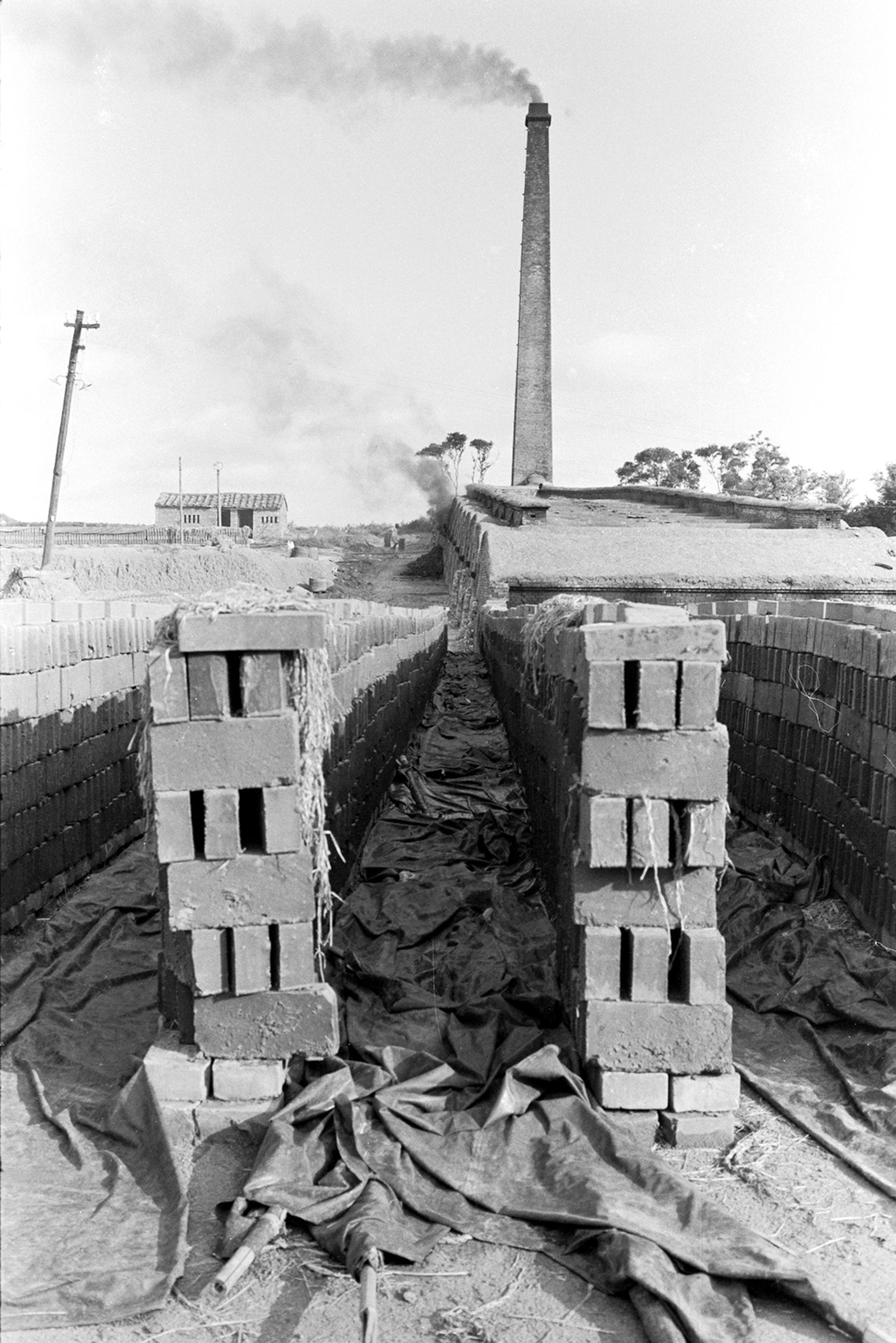 烈火燒成砌屋磚 瓦仔窩, 1970.5