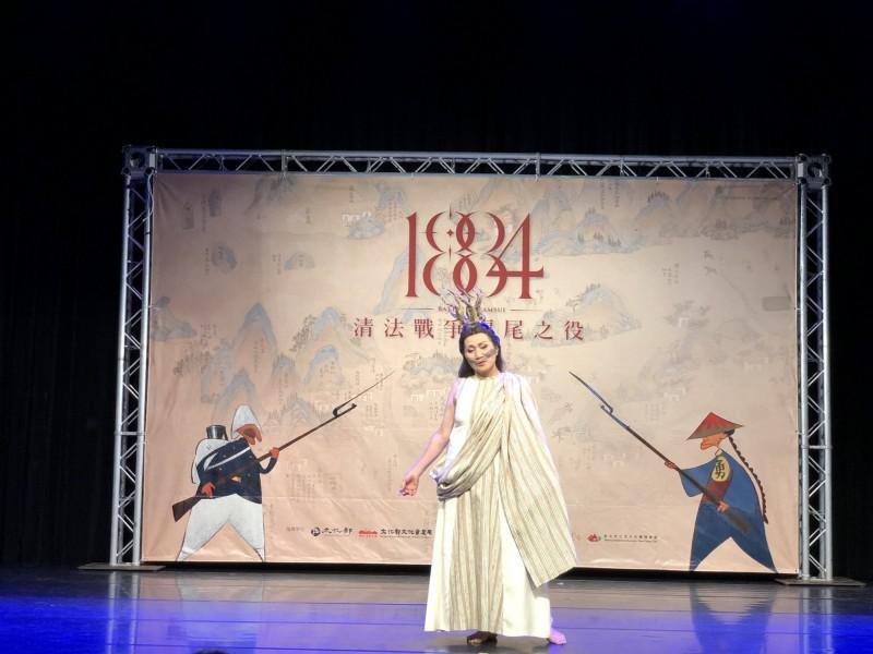 金曲獎最佳原住民歌手暨文化薪傳獎得主雲力思演出《戰祭1884》史詩戲劇。(淡水古蹟博物館提供)